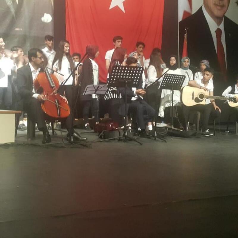 Kahta Anadolu Lisesi yıl sonu etkinliği düzenledi