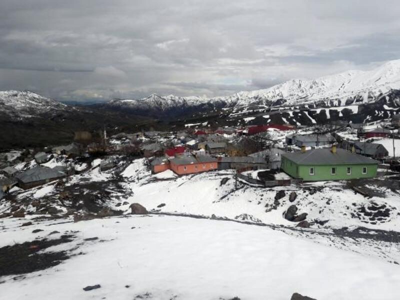 Bingöl'ün yükseklerine kar yağdı