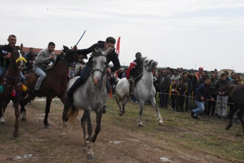 Kakava Şenlikleri at yarışları ile başladı