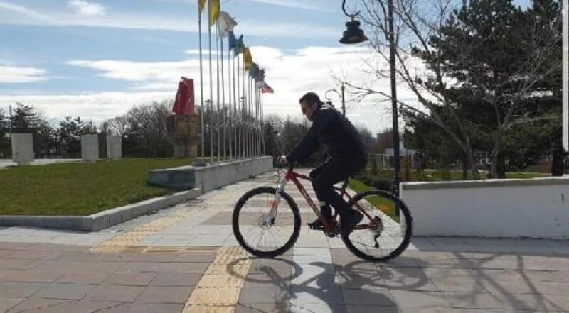 Erzurum Valisi'nden bisikletle kent turu