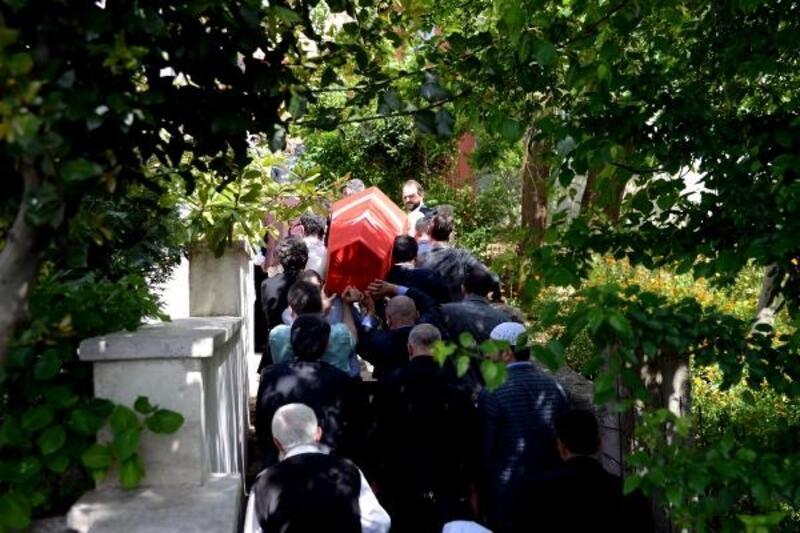 Mısıroğlu'nun cenazesi helallik için evine getirildi, Türk bayrağı ile sarıldı