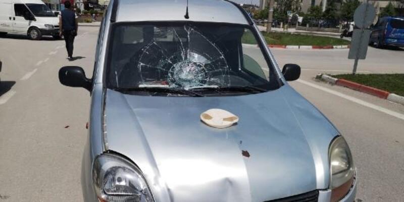 Hafif ticari aracın çarptığı elektrikli bisiklet sürücüsü, ağır yaralandı