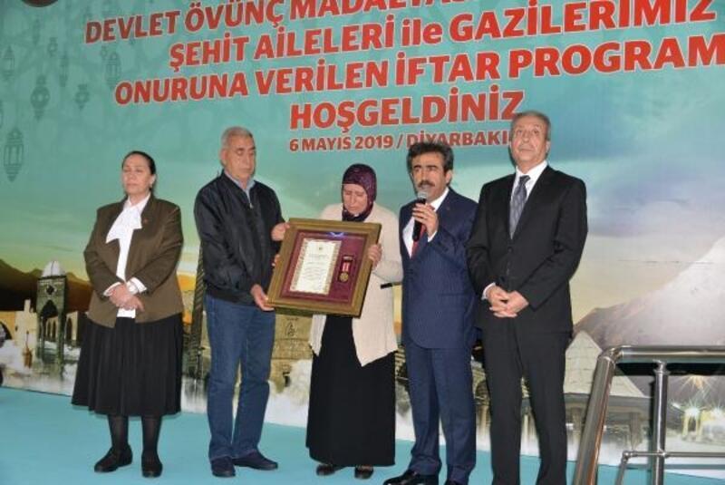Diyarbakır'da şehit ailesine Devlet Övünç Madalyası verildi