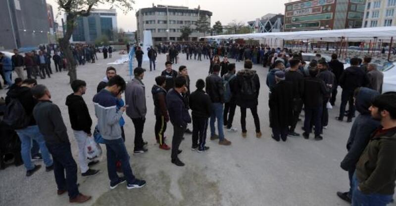 Van'da ramazan için 3 bin kişilik iftar sofrası kuruldu