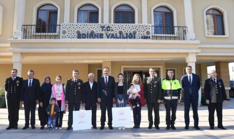 Edirne'de 2 şehit ailesine Devlet Övünç Madalyası verildi