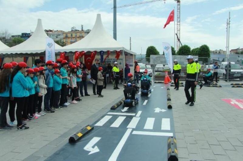 """Taksim Meydanı'nda """"trafik"""" etkinliği"""