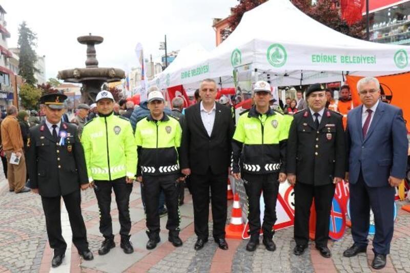 Edirne'de 'Trafik Haftası' standı açıldı