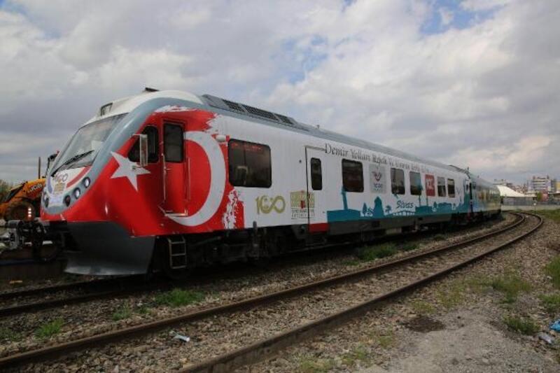 Sivas'ta 100'üncü yıl raybüsü ile Divriği ilçesine gezi düzenlendi
