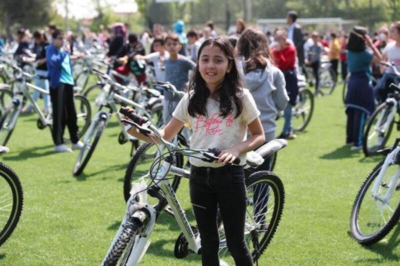 Merkezefendi'den 900 öğrenciye bisiklet hediyesi