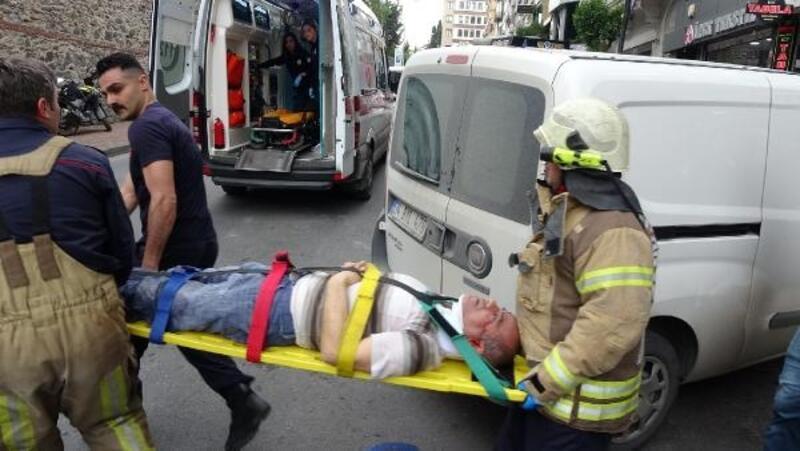 Şişli'de başı asansöre sıkışan işçiyi itfaiye kurtardı