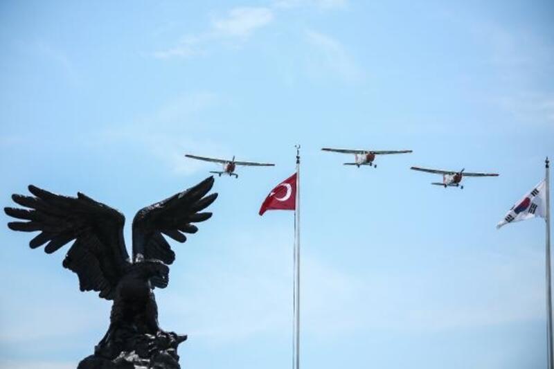 """Yeşilköy'de """"Genç kartallar haftası""""nda nefes kesen şovlar"""