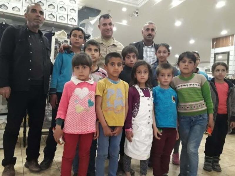 Jandarma derslerinde başarılı olan öğrencileri sevindirdi