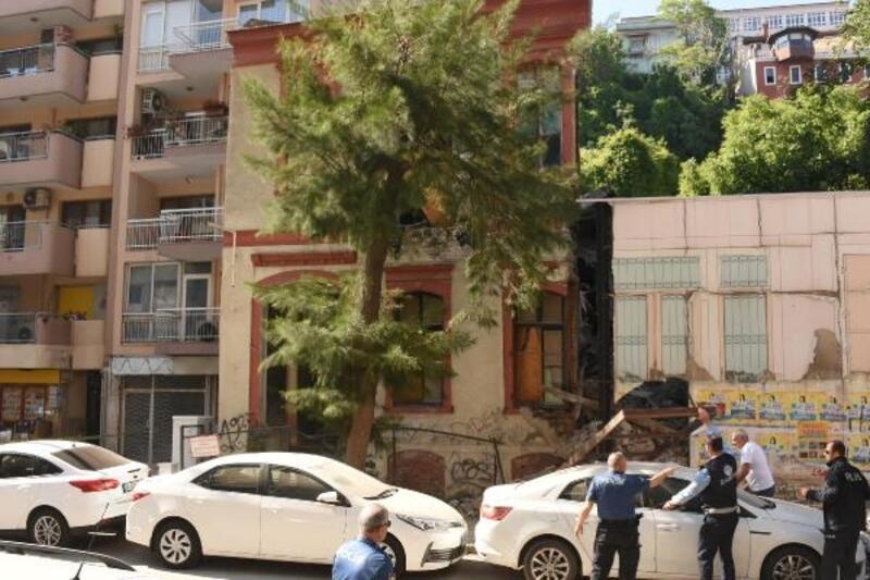 Metruk binanın bir bölümü çöktü