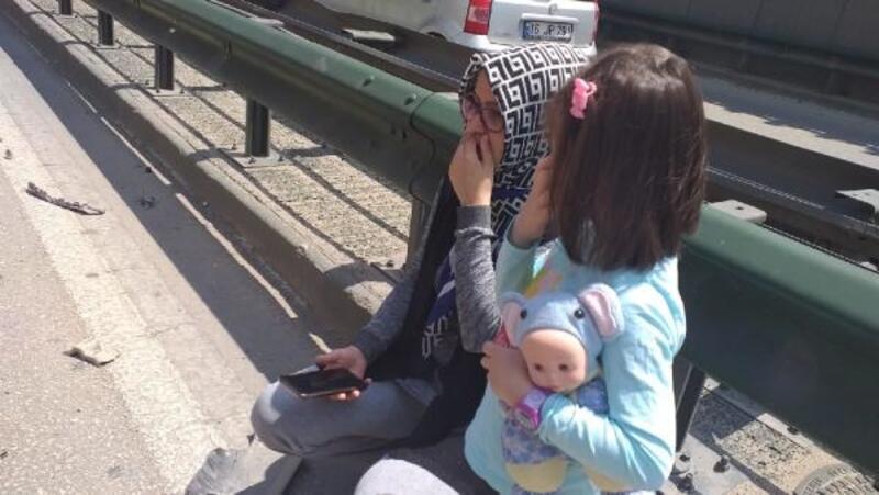 Zincirleme kazada yaralanan küçük Lina, elindeki oyuncağı bırakmadı