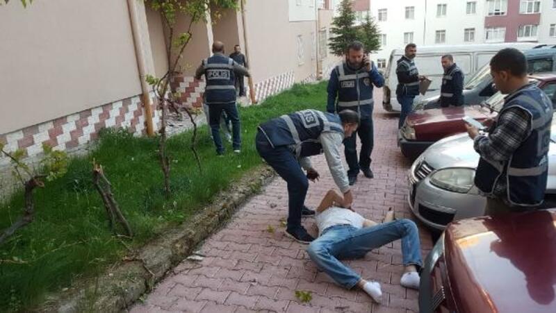 Cezaevi firarisi, polis baskınında 5'inci kattan atladı