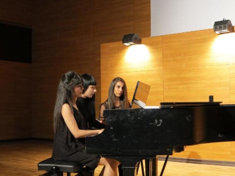 Üniversitede piyano konseri