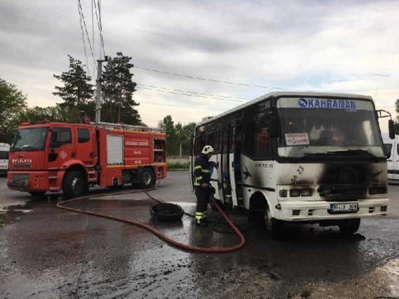 Lüleburgaz'da işçileri taşıyan servis aracı yandı