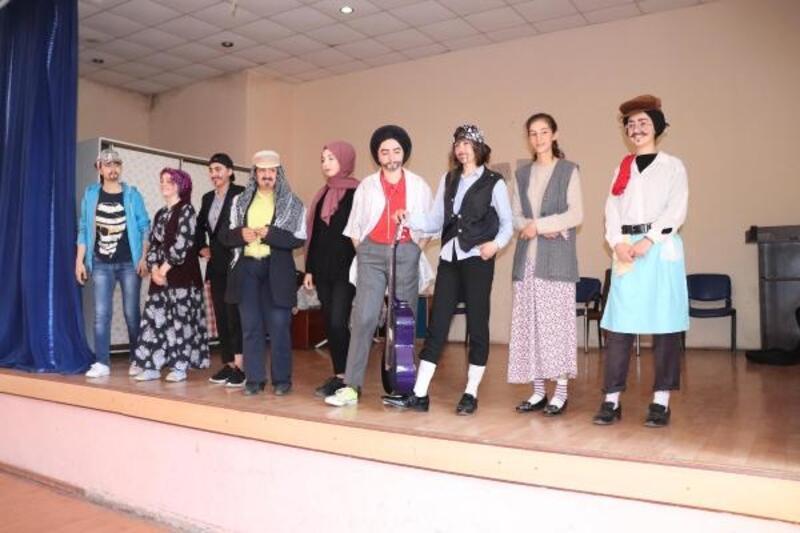 Midyat'ta öğrencilere tiyatro eğitimi