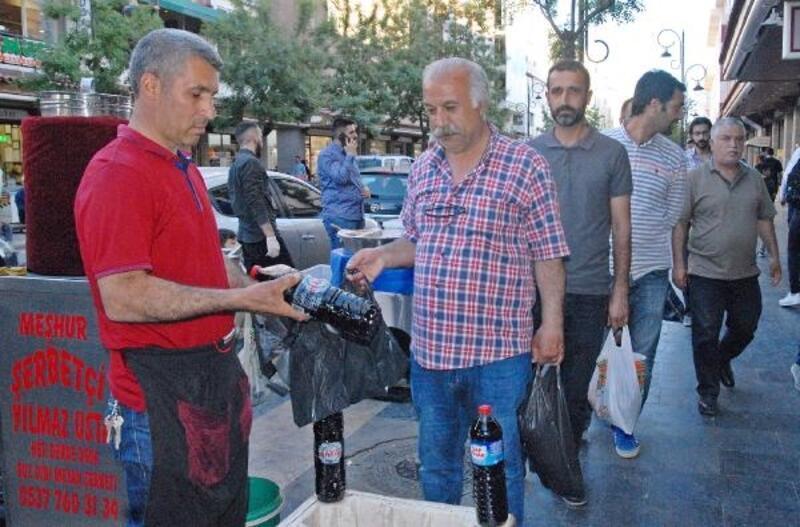 Diyarbakır'da günde 5 bin litre meyan şerbeti tüketiliyor