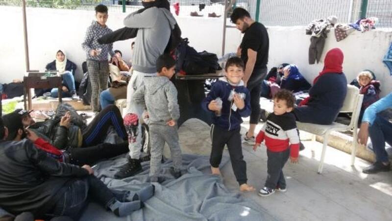 Ayvalık'ta 30 kaçak göçmen ve 1 organizatör yakalandı