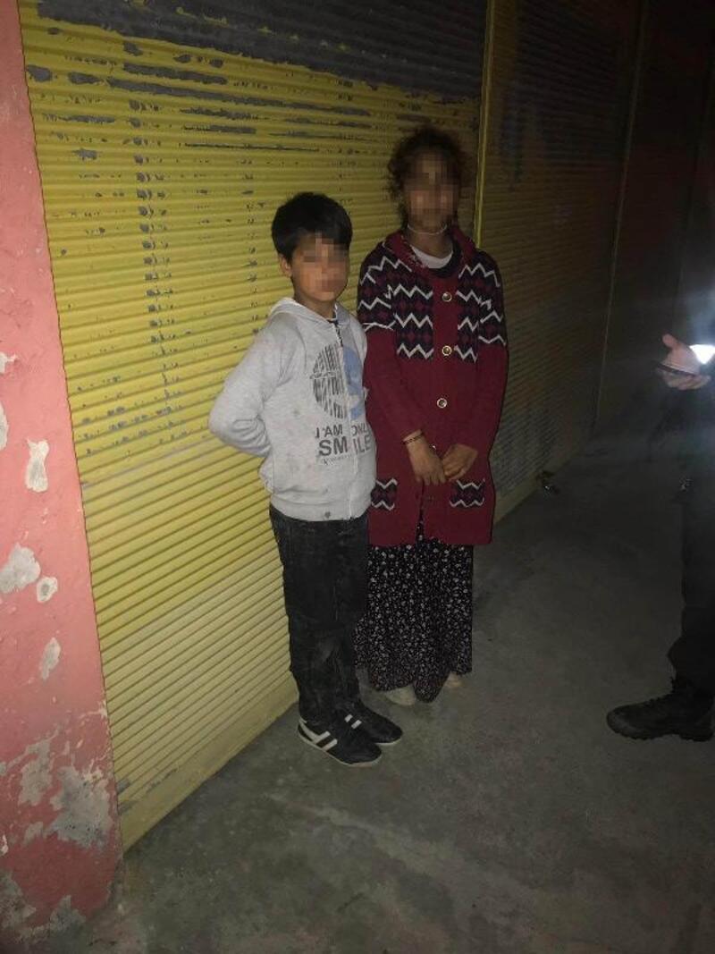 Cami önünde 2 çocuğu dilendiren şüpheli yakalandı