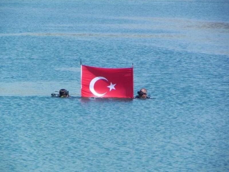 Denizde bayrak açtılar