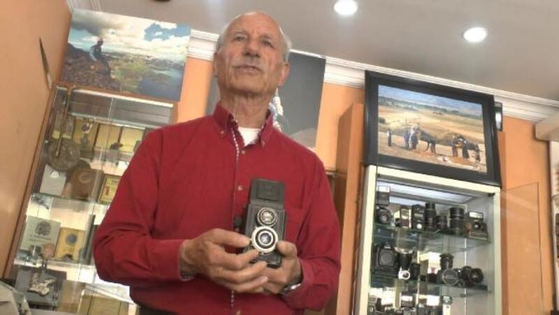 45 yıldır kullandığı fotoğraf makinelerini sergiliyor