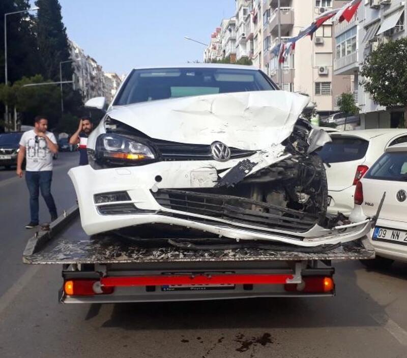 Otomobil ile hafif ticari araç çarpıştı: 2'si çocuk 4 yaralı