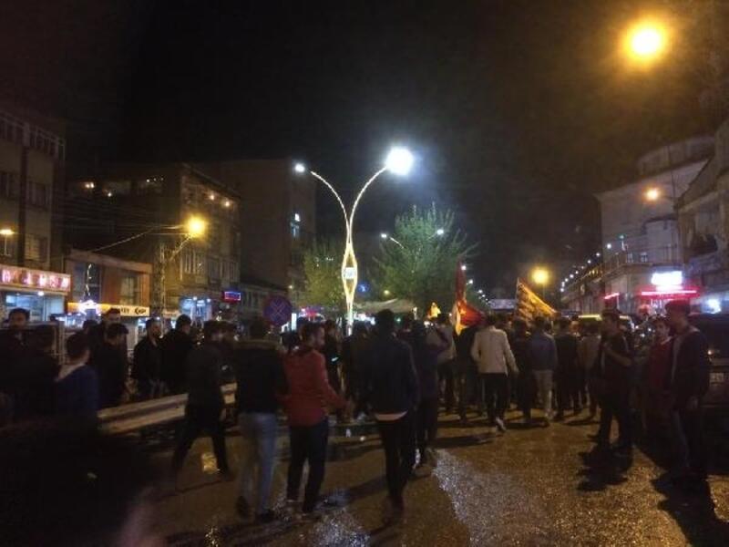 Yüksekova'da Galatasaraylı taraftarların şampiyonluk kutlaması