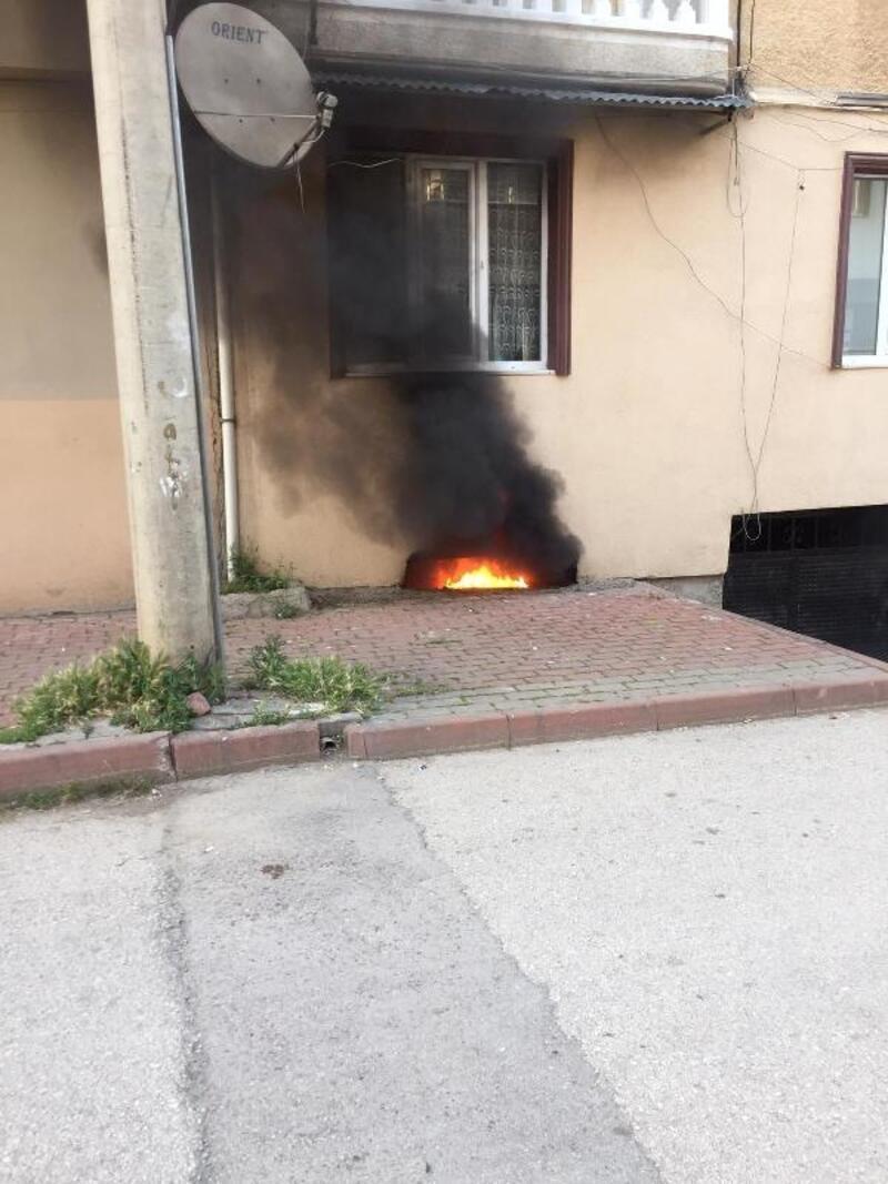 Bursa'da apartmanın bodrum katında yangın