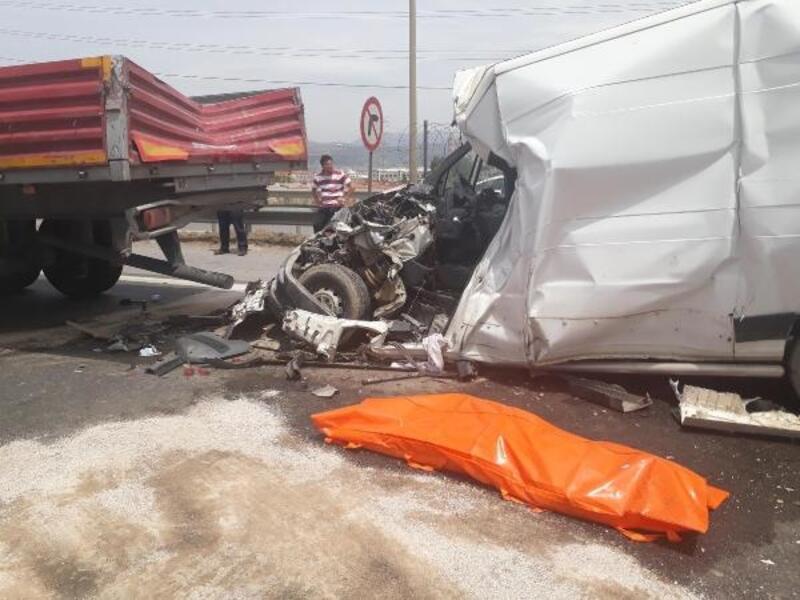 İzmir'de zincirleme kaza: 1 ölü