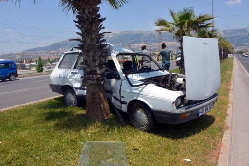 TIR, otomobille çarpıştı: 1 yaralı