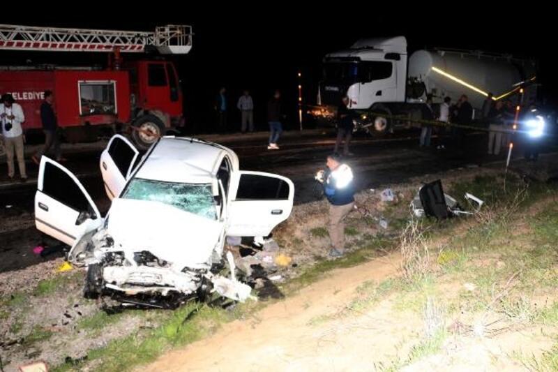 Tokat'ta TIR'la çarpışan otomobildeki 2 polis öldü, 2 kişi yaralandı