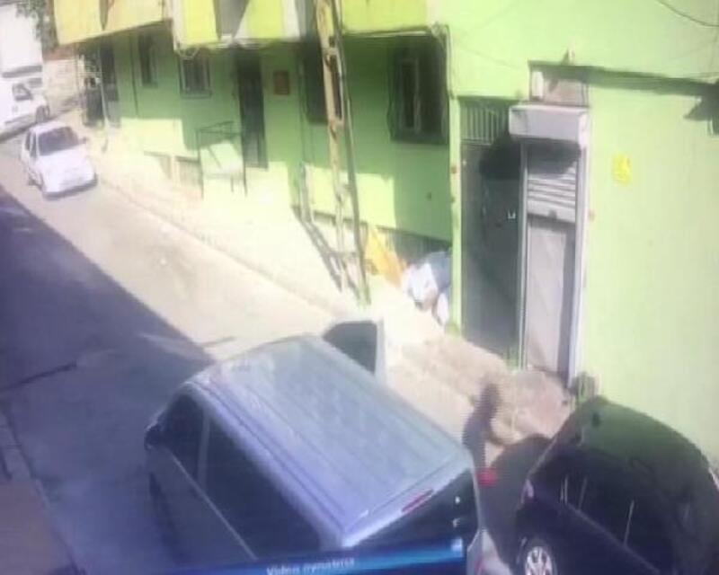Otomobillerden müzik sistemi çalan hırsızlar yine işbaşında