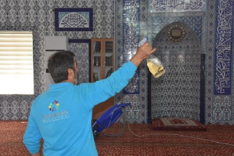 Kocasinan'da camiler gül suyuyla yıkanıyor