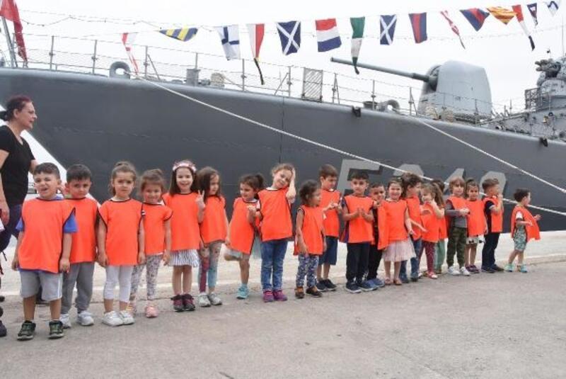 İzmirliler, TCG Yavuz fırkateynini gezdi