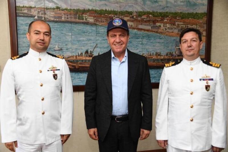 Denizci komutanlar Vahap Seçer'i ziyaret etti