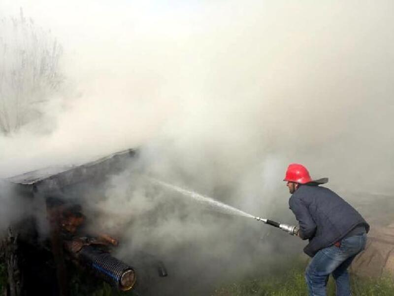 Dörtdivan'da, odunluk ve traktör yanarak kullanılamaz hale geldi
