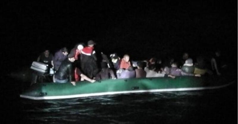 Enez'de, lastik botta 27 kaçak yakalandı