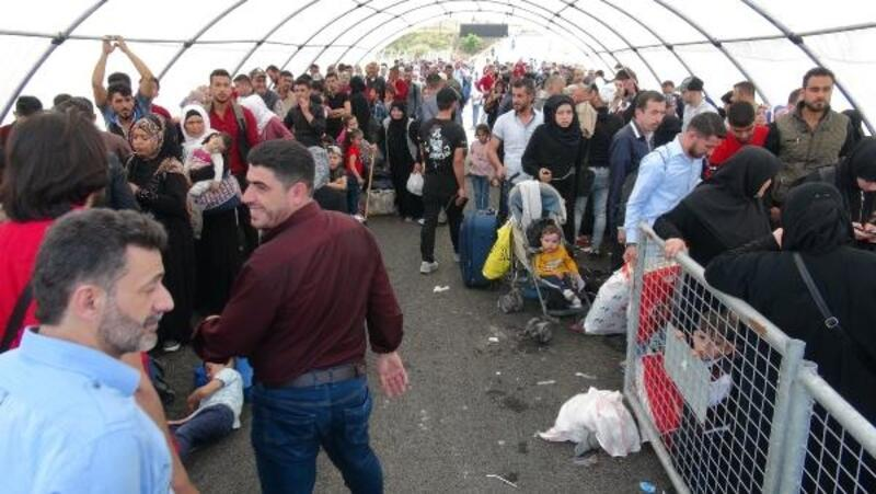 Bayram için ülkelerine giden Suriyeli sayısı 5 bine ulaştı