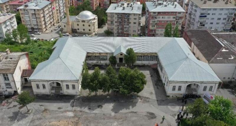 Sivas'ta, eski yarı açık cezaevinin restorasyonu başladı