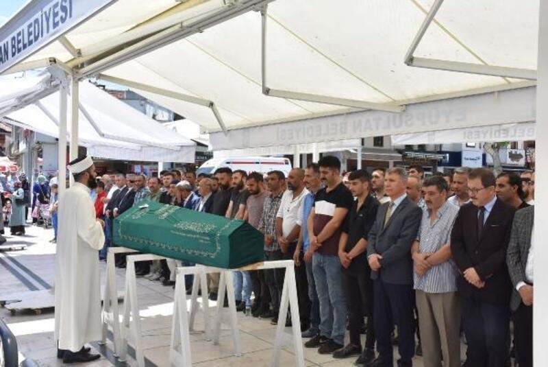 Eyüpsultan'da inşaat alanında ölen küçük çocuk son yolculuğuna uğurlandı