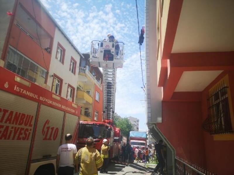 Sancaktepe'de 5 katlı binada yangın paniği