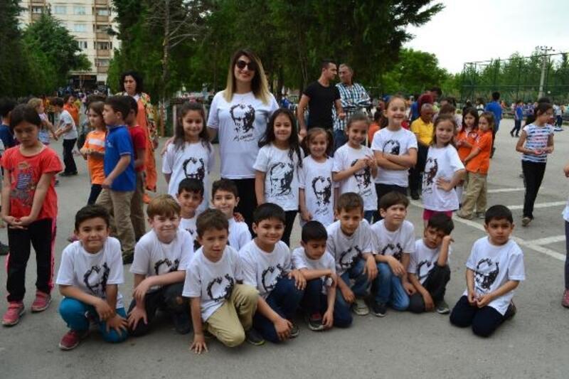 'Okul Dışarıda Günü'nde bin 500 öğrenci renkli görüntüler oluşturdu