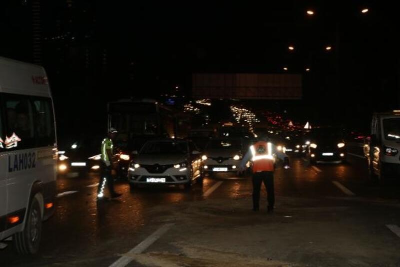 TEM'de bir kilometre mesafede art arda iki kaza: 9 yaralı