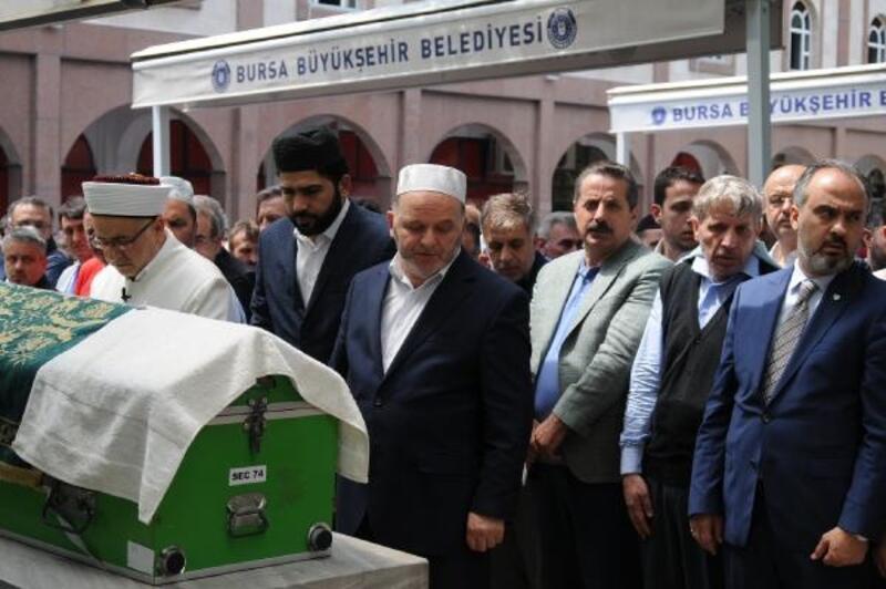 AK Parti'li yöneticinin kalp krizinden ölen oğlu, toprağa verildi