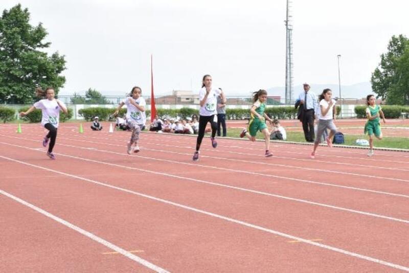 Mini Olimpik Atletizm Şenlikleri yoğun katılımla gerçekleşti