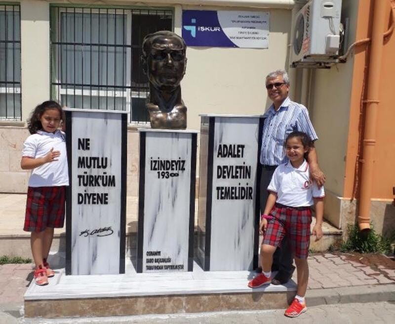 Osmaniye ADD, Okul Bahçesine Atatürk büstü yaptırdı