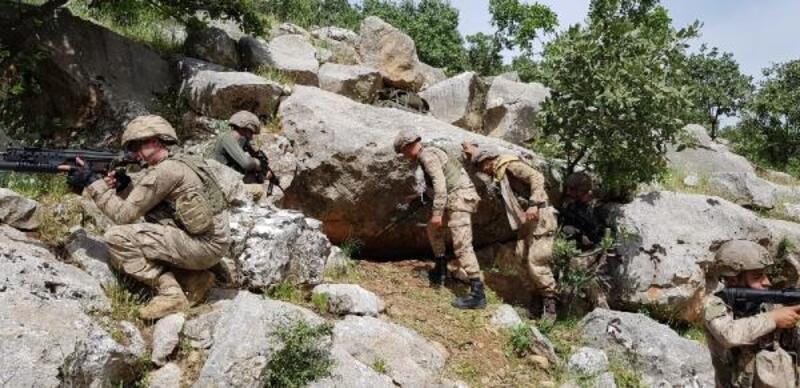 Eruh'ta PKK'lı teröristlerin silah ve mühimmatı ele geçirildi