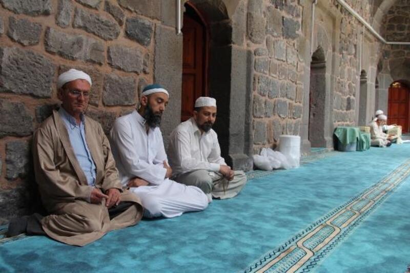 Kayseri'de 223 camide 'itikaf' ibadeti başladı